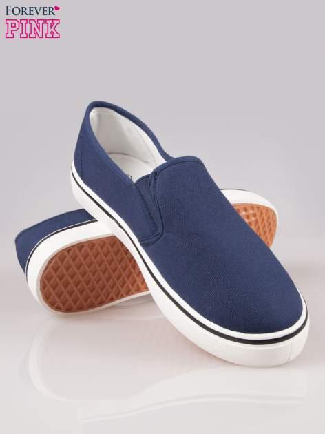Niebieskie buty slip on na białej podeszwie                                  zdj.                                  4