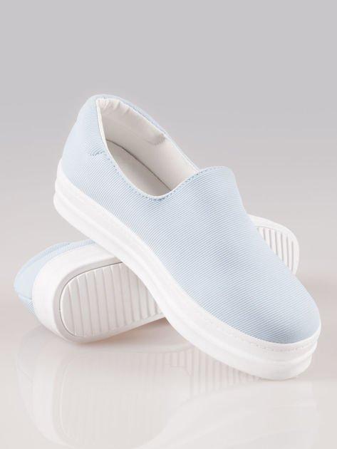Niebieskie buty slip on na wysokiej podeszwie                                  zdj.                                  4