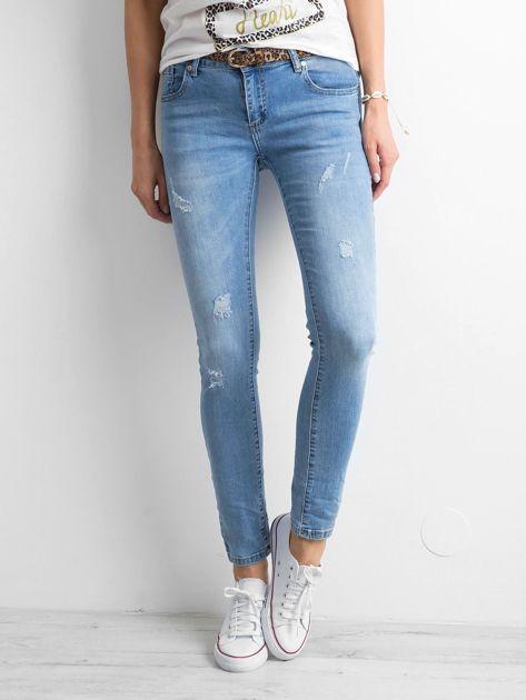 Niebieskie damskie jeansy regular z przetarciami                              zdj.                              1