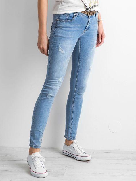 Niebieskie damskie jeansy regular z przetarciami                              zdj.                              3
