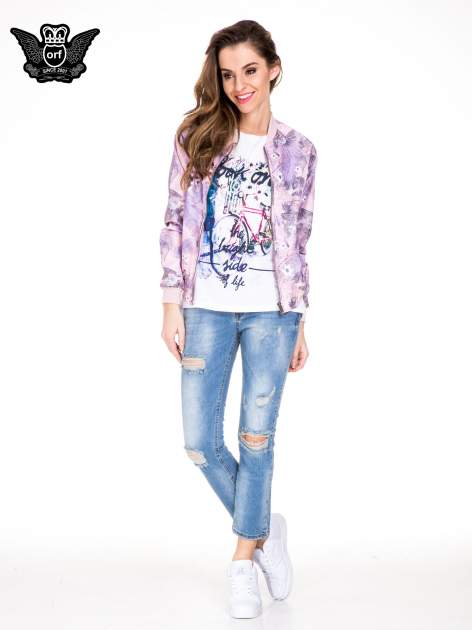 Niebieskie gniecione spodnie girlfriend jeans z dziurami                                  zdj.                                  2