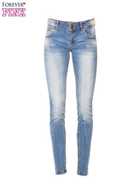 Niebieskie jeansy rurki wycierane                                  zdj.                                  2