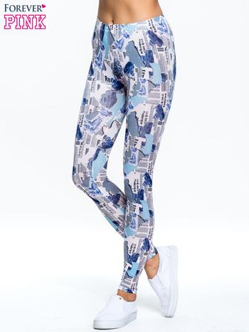 Niebieskie legginsy z motywem newspaper print                                  zdj.                                  1