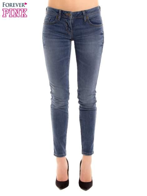 Niebieskie rurki skinny jeans