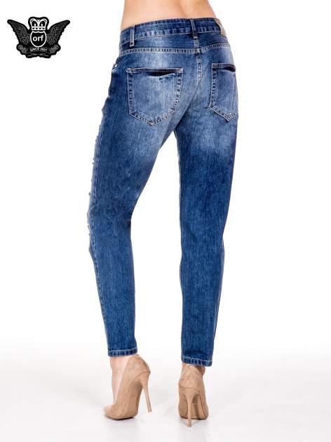 Niebieskie spodnie boyfriend jeans z rozdarciami                                  zdj.                                  3