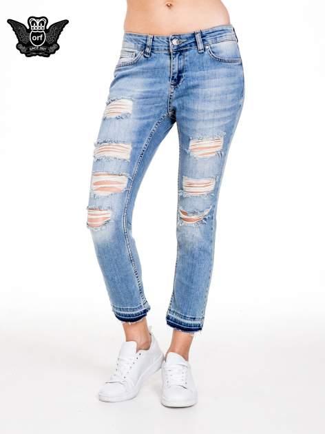 Niebieskie spodnie girlfriend jeans typu cut out