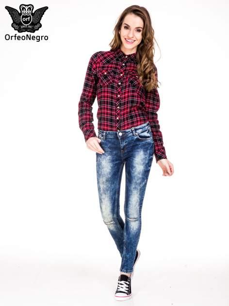 Niebieskie spodnie jeansowe rurki z cieniowaniem i rozdarciami na kolanach                                  zdj.                                  2