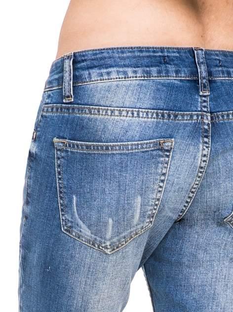 Niebieskie spodnie jeansowe rurki z dziurami i przetarciami                                  zdj.                                  8