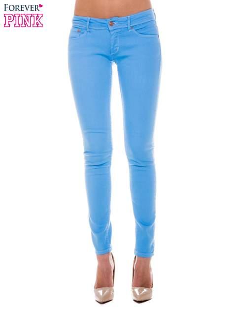 Niebieskie spodnie jeansowe typu rurki                                  zdj.                                  1