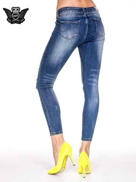 Niebieskie spodnie skinny jeans z dziurami z przodu                                  zdj.                                  5
