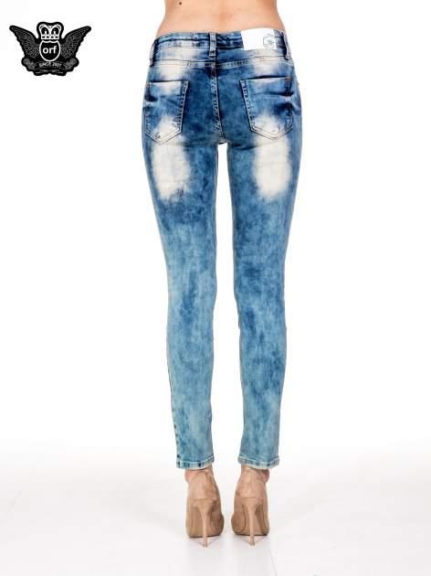 Niebieskie spodnie skinny jeansy z rozdarciami typu cut out                                  zdj.                                  5