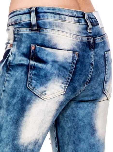 Niebieskie spodnie skinny jeansy z rozdarciami typu cut out                                  zdj.                                  7
