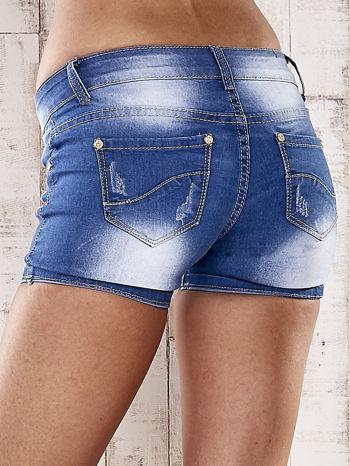 Niebieskie szorty jeansowe ze złotymi dżetami                                  zdj.                                  2