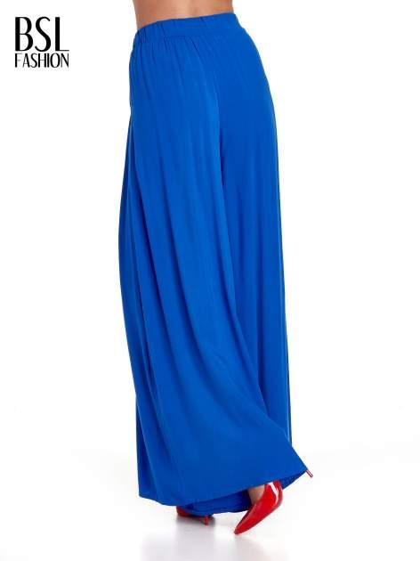 Niebieskie zwiewne spodnie typu culottes                                  zdj.                                  2