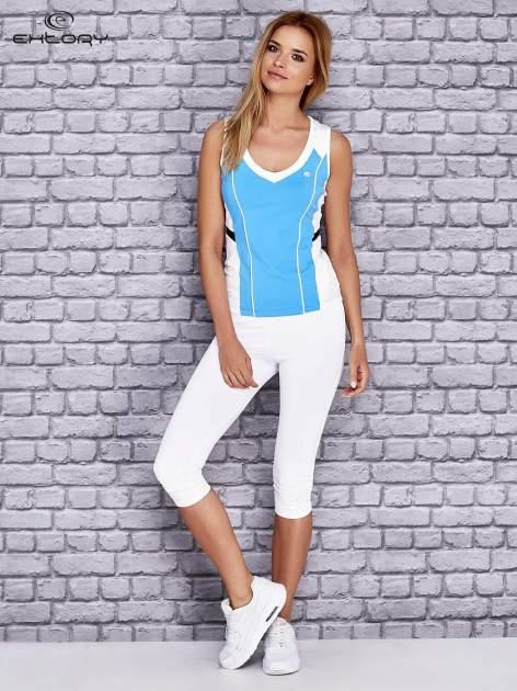 Niebiesko-biały damski top sportowy z nadrukiem na plecach                                  zdj.                                  2