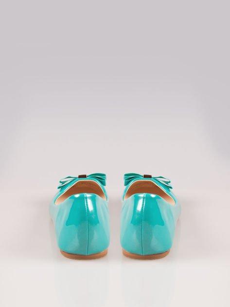 Niebieskozielone błyszczące balerinki faux leather Melanie z kokardką                                  zdj.                                  3