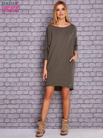 Oliwkowa gładka sukienka oversize                              zdj.                              2