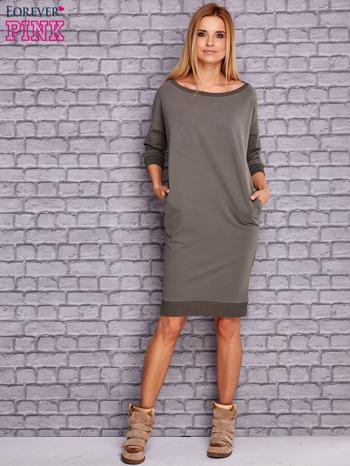 Oliwkowa sukienka oversize ze ściągaczem                                  zdj.                                  2