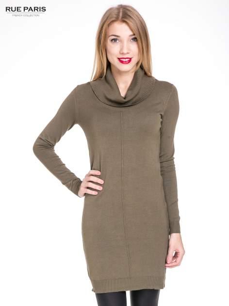 Oliwkowa swetrowa sukienka z golfem