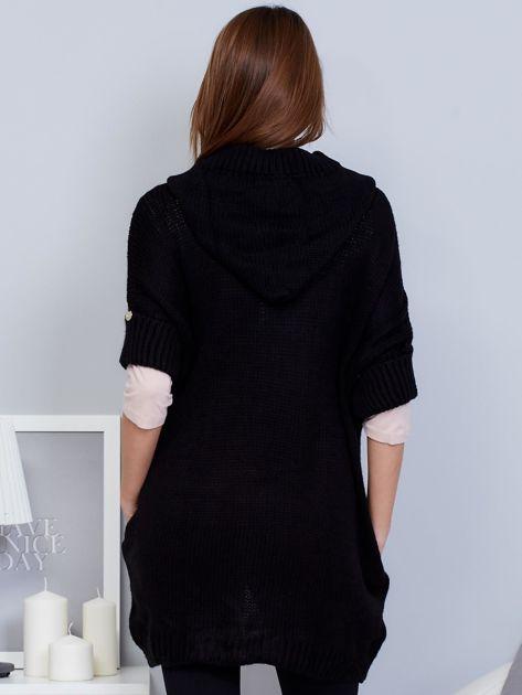 Otwarty sweter z warkoczowym wzorem i kapturem czarny                              zdj.                              2