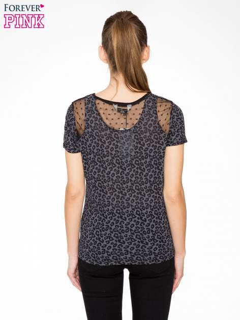 Panterkowy t-shirt z koronkowymi wstawkami przy dekolcie                                  zdj.                                  4