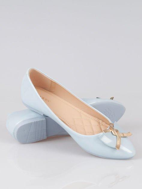Pastelowoniebieskie baleriny Gimmie Love ze złotym detalem                                  zdj.                                  4