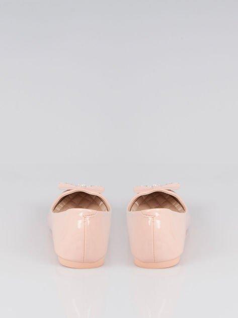 Pasteloworóżowe lakierowane baleriny Gem z błyszczącą kokardą                                  zdj.                                  3