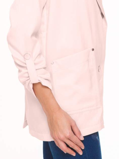 Pasteloworóżowy żakiet boyfriend jacket z podwijanymi rękawami                                  zdj.                                  7