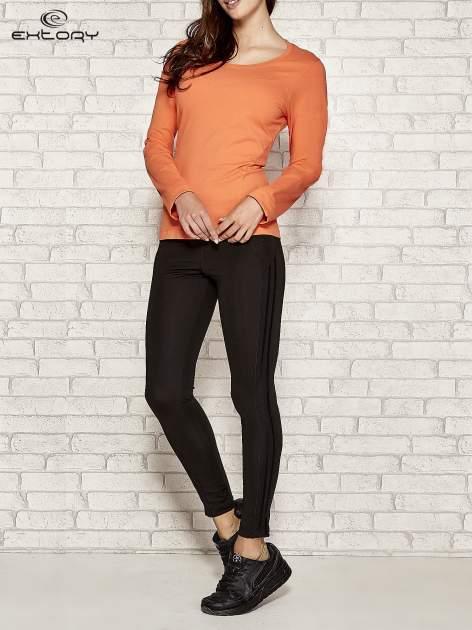 Pomarańczowa bluzka sportowa z dekoltem U                                  zdj.                                  2