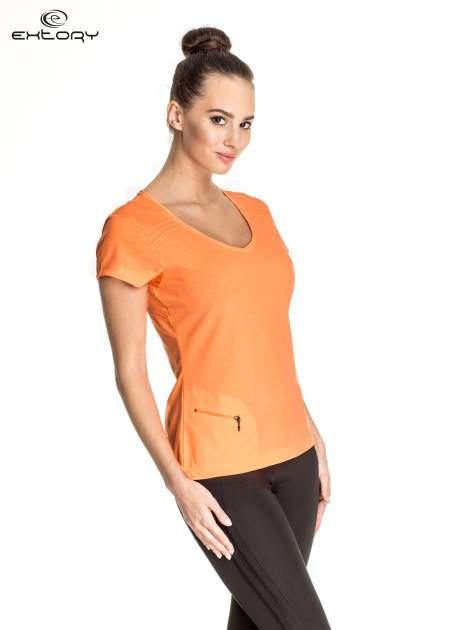 Pomarańczowy damski t-shirt sportowy z kieszonką                                  zdj.                                  3