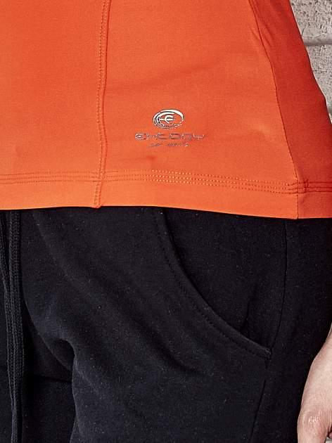 Pomarańczowy t-shirt sportowy termoaktywny z dekoltem V                                  zdj.                                  5