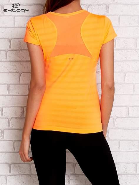 Pomarańczowy t-shirt sportowy w paseczki                                  zdj.                                  2