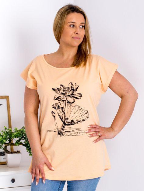 Pomarańczowy t-shirt z motywem roślinnym PLUS SIZE                                  zdj.                                  1