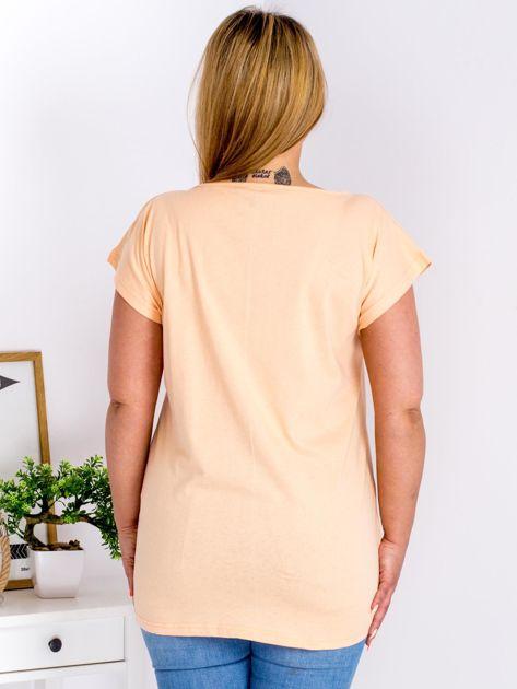Pomarańczowy t-shirt z motywem roślinnym PLUS SIZE                                  zdj.                                  2