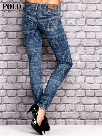 RALPH LAUREN Ciemnoniebieskie spodnie jeansowe w azteckie wzory                                  zdj.                                  2