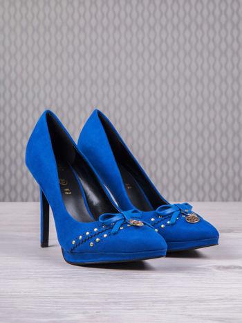 ROCCOBAROCCO Niebieskie szpilki faux suede z zamszu z kokardką                                  zdj.                                  3