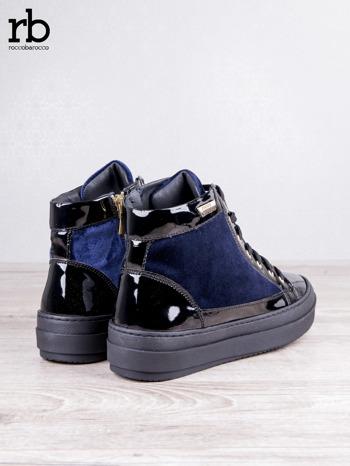 ROCCOBAROCCO granatowe welurowe sneakersy dual style z lakierowanymi wstawkami                                   zdj.                                  4