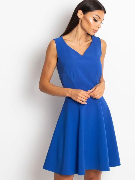 Rozkloszowana sukienka z koronką na plecach chabrowa                              zdj.                              1