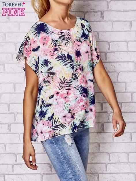 Różowa bluzka koszulowa z motywem exotic print