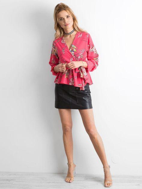 Różowa bluzka w kwiaty z falbaną                              zdj.                              4