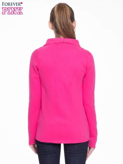 Różowa bluzonarzutka z klapami o kroju waterfall                                  zdj.                                  4