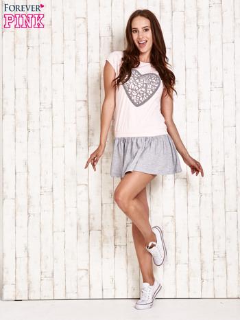 Różowa dresowa sukienka tenisowa z sercem                                  zdj.                                  4