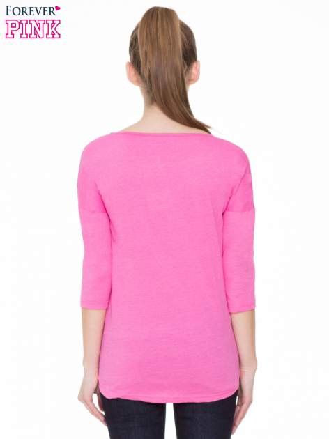 Różowa gładka bluzka z ozdobnymi przeszyciami                                  zdj.                                  4