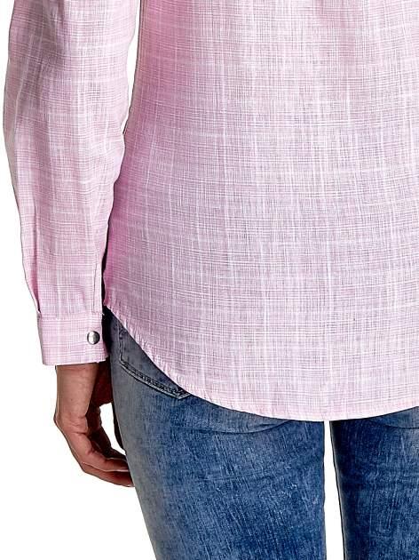 Różowa koszula w kratę ze wstawkami na ramionach i patkami z denimu                                  zdj.                                  7