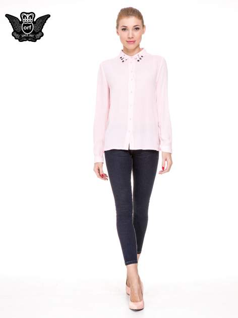 Różowa koszula z biżuteryjnym kołnierzykiem                                  zdj.                                  2