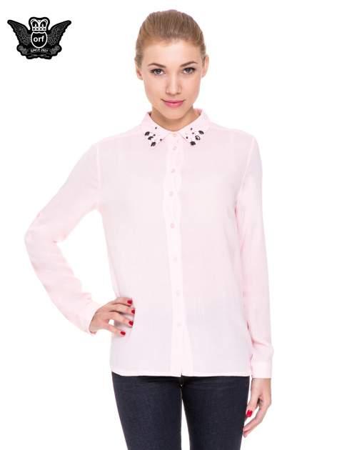 Różowa koszula z biżuteryjnym kołnierzykiem                                  zdj.                                  1