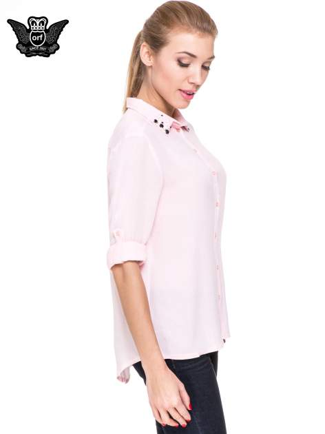 Różowa koszula z biżuteryjnym kołnierzykiem                                  zdj.                                  5