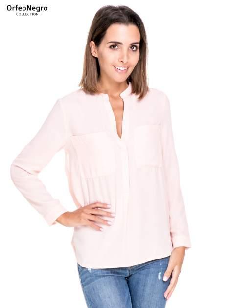 Różowa koszula z dużymi kieszeniami i dekoltem w serek