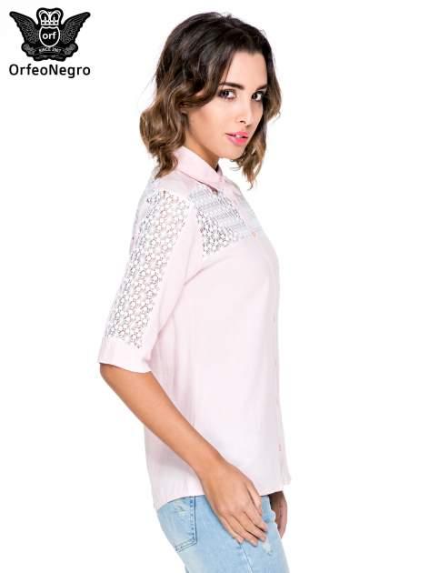 Różowa koszula z rękawem do łokcia i koronką                                  zdj.                                  3
