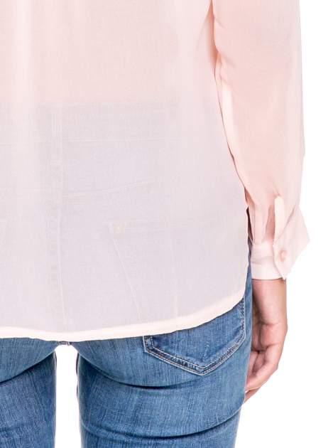 Różowa koszula z transparentnymi rękawami i dżetami przy dekolcie                                  zdj.                                  6